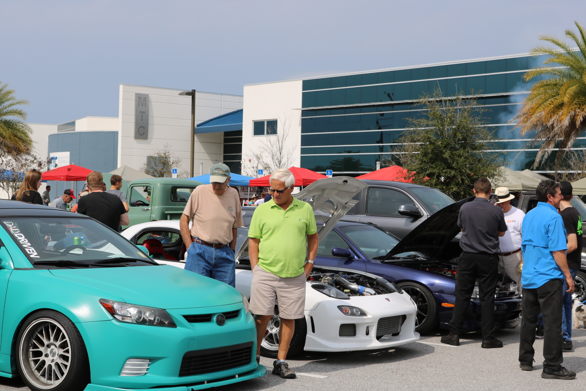 MTC Car Show Draws Over In Spite Of Weather Manatee - Lakewood ranch classic car show